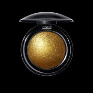 PAT McGrath Labs Gold 001 pigment!! Beautiful !